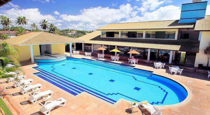 Hotel em frente à Praia de Taperapuan, com café da manhã e gratuidade para 1 criança de até 12 anos.
