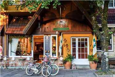 Um pequeno hotel localizado bem no centro de Gramado.