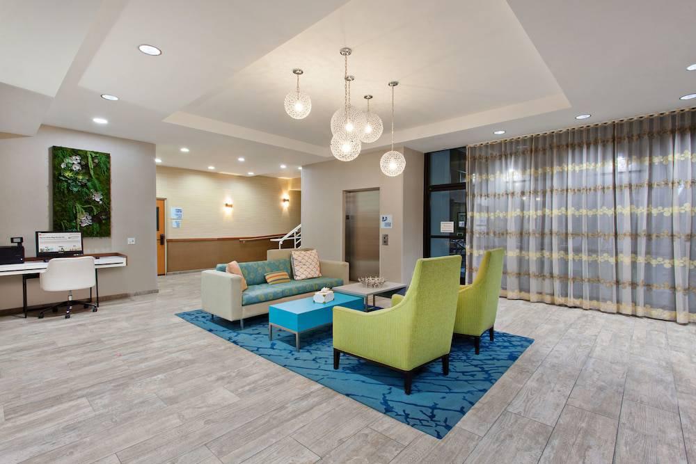 Holiday Inn Express Newport Beach Hotel